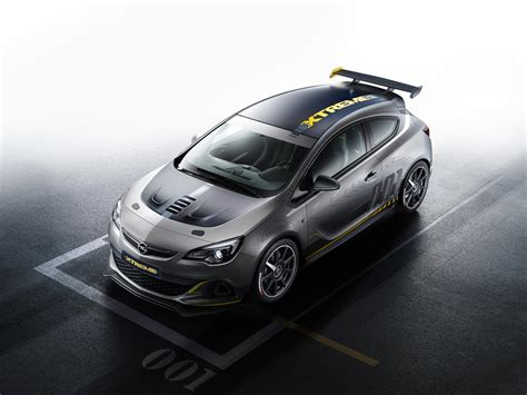 Opel Astra OPC EXTREME: 300+ HP Hot Hatch with Carbon