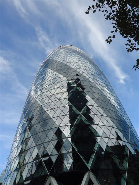 File:Tip of the Swiss Re building, London (2013)